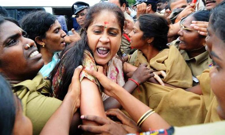 Police Arrested Congress Leader Vijayashanti, వరంగల్లో రాములమ్మ అరెస్ట్..