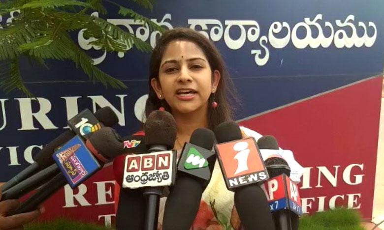 TDP Spokesperson Sadhineni Yamini Complaint at ap women protection cell, నన్ను.. నా కుటుంబాన్ని బెదిరిస్తున్నారు.. యామిని