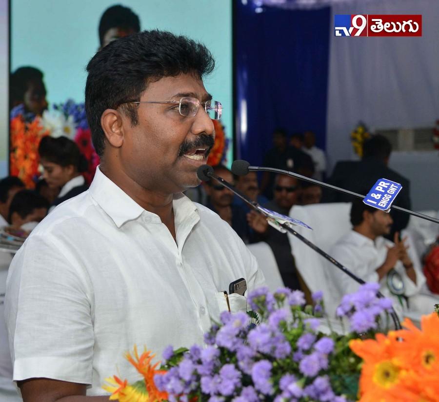 , ఏపీ సీఎం జగన్మోహన్ రెడ్డి  'బడి బాట' కార్యక్రమం  ఫొటోస్