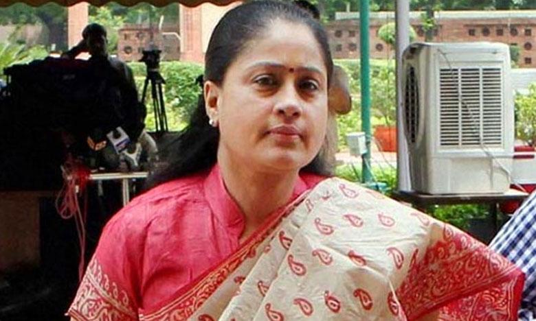 Congress Leader Vijayashanti Controversial Comments on death of Husky Dog