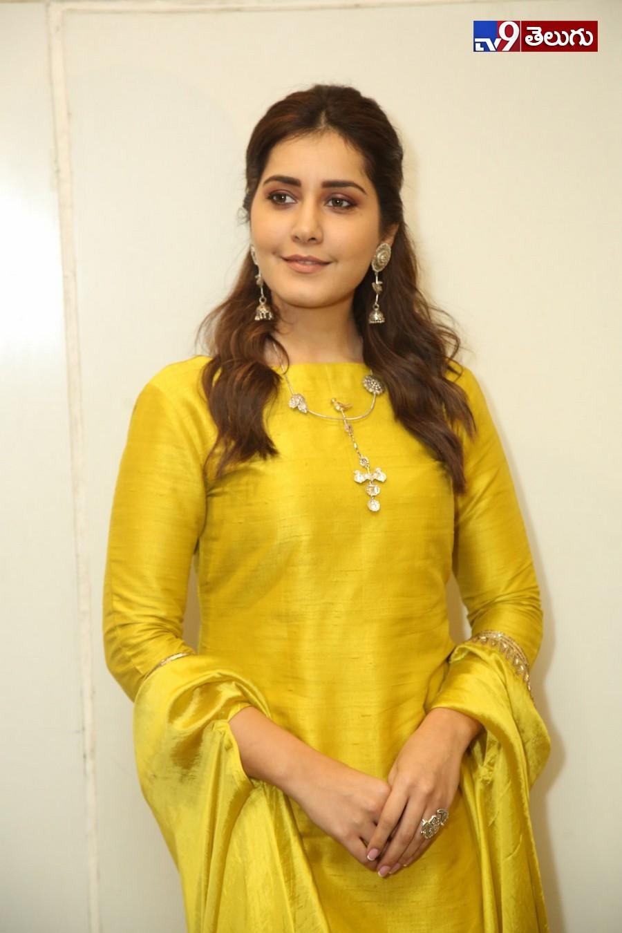 Rashi Khanna Latest photos, మోడల్ గా మారిన రాశి ఖన్నా