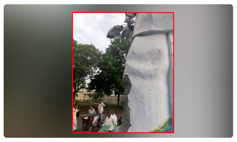 YS Rajasekhara statue destroyed at kukunuru in guntur