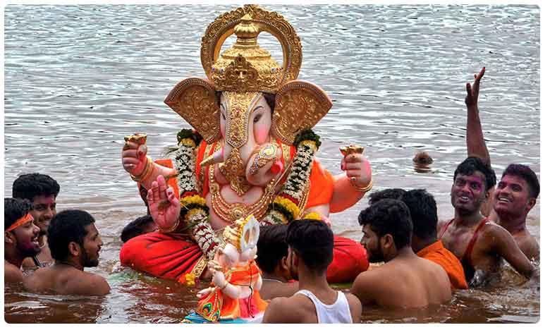Ganesh immersion holiday declared tomorrow twin cities, ప్రభుత్వ కార్యాలయాలకు గురువారం సెలవు