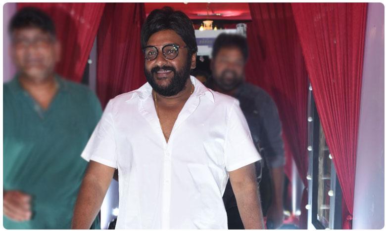 V V Vinayak New Look Goes Viral on Social Media, అరే సాంబ! మాస్ డైరక్టర్ కొత్త లుక్లో అదరగొట్టేసిండు