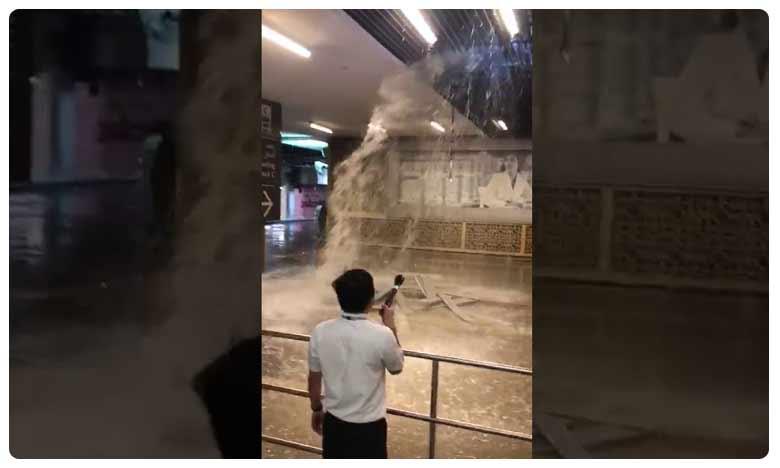 Some stores in the famous Dubai Mall were flooded after torrential rain in the UAE, 'దుబాయ్ మాల్' లోకి నీటి ప్రవాహం…. వీడియో వైరల్!