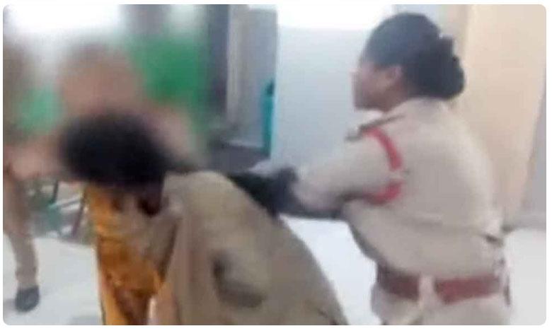 Woman attack cops in Hyderabad, మద్యం మత్తులో యువతి బీభత్సం.. కానిస్టేబుల్ను కొరికి..