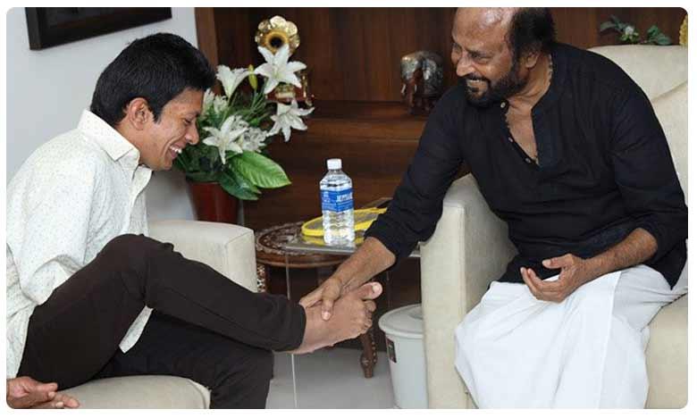 Rajinikanth shook Pranav's foot as a gesture of greeting, ఆ అభిమాని పట్ల రజనీ ఔదార్యం!
