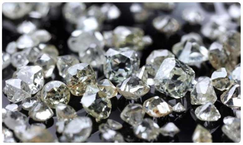 Rs Three crore worth Diamond robbed in Diamond hub Surat, రూ.3 కోట్ల విలువైన వజ్రాలు చోరీ.. ఎక్కడంటే!
