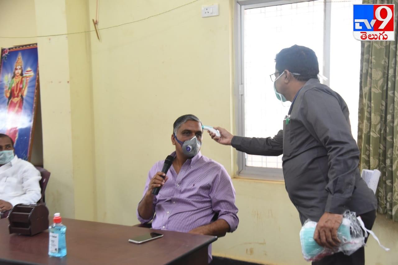 Minister Harish Rao Visits Boarder Check Post, తెలంగాణ, కర్ణాటక సరిహద్దు చెక్ పోస్ట్ మాడ్గి ని సందర్శించిన హరీశ్ రావు