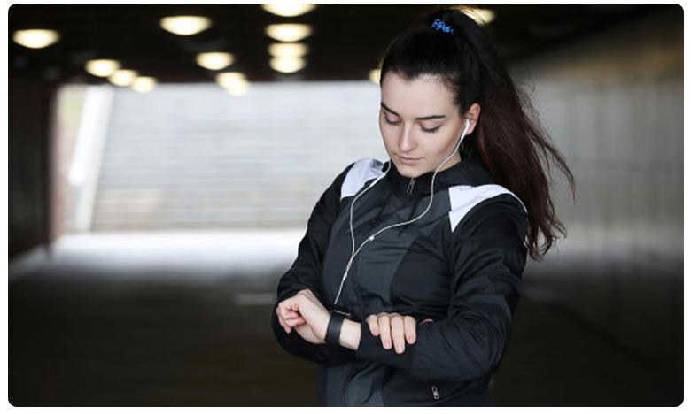 A watch that detects coronavirus features, కరోనా లక్షణాలను పసిగట్టే రిస్ట్ వాచ్..!