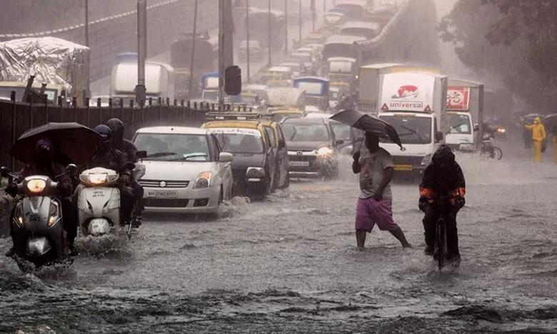 High Tide Hits Mumbai Heavy Rain Alert Today, ముంబైలో రెడ్ అలర్ట్..!