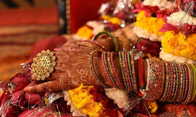 New Bride committed suicide in east godavari district, పెళ్లి ఇంట విషాదం…మూడో రోజే నవ వధువు ఆత్మహత్య
