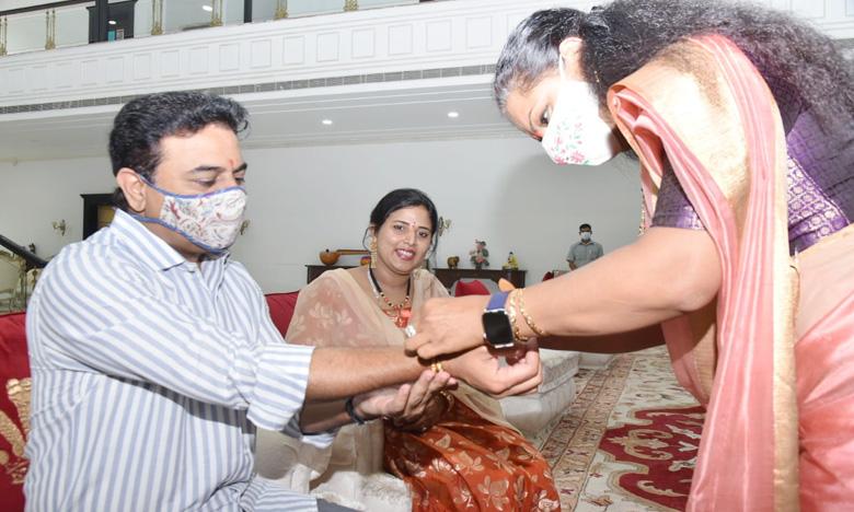 Kalvakuntla Kavitha knot Rakhi to Telangana Minister KTR, అన్నయ్యకు ప్రేమతో.. కేటీఆర్కు రాఖీ కట్టిన కవిత