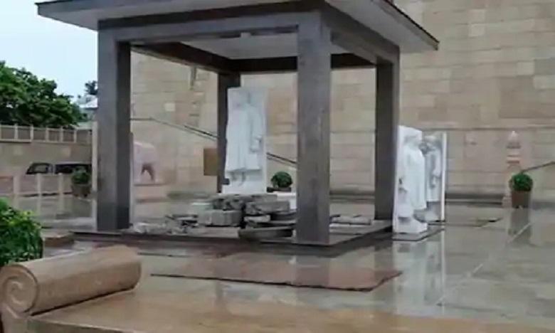 mayawati statues at dalit memorials, యూపీలో మాయావతి పాలరాతి విగ్రహాలు…