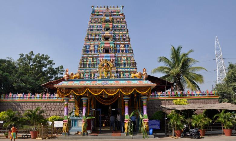 Peddamma Thalli Temple organizers key decision on Darshan, కరోనాతో పెద్దమ్మ తల్లి గుడిలో కొత్త ప్రయోగం… గొడుగులతో!
