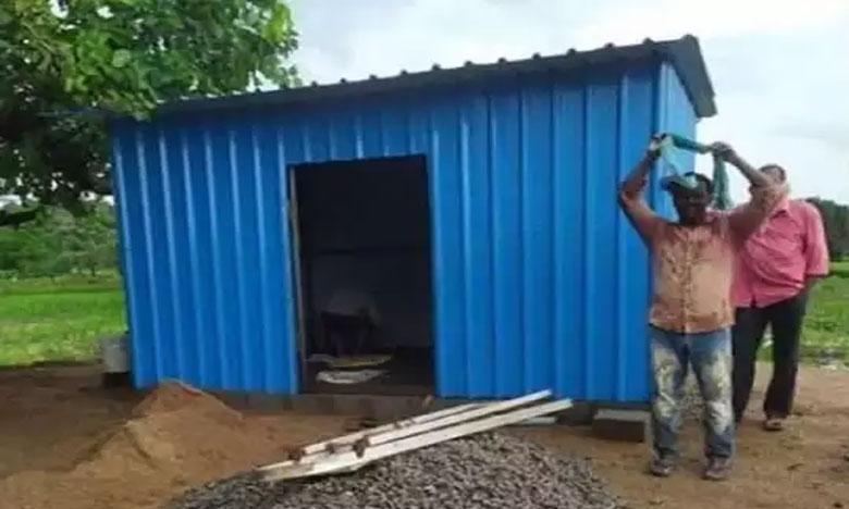 old students built a tiffin center for their teacher; who loss job due to corona, టీచర్కు విద్యార్థుల 'గురుదక్షిణ'.. భావోద్వేగంలో ఉపాధ్యాయుడు