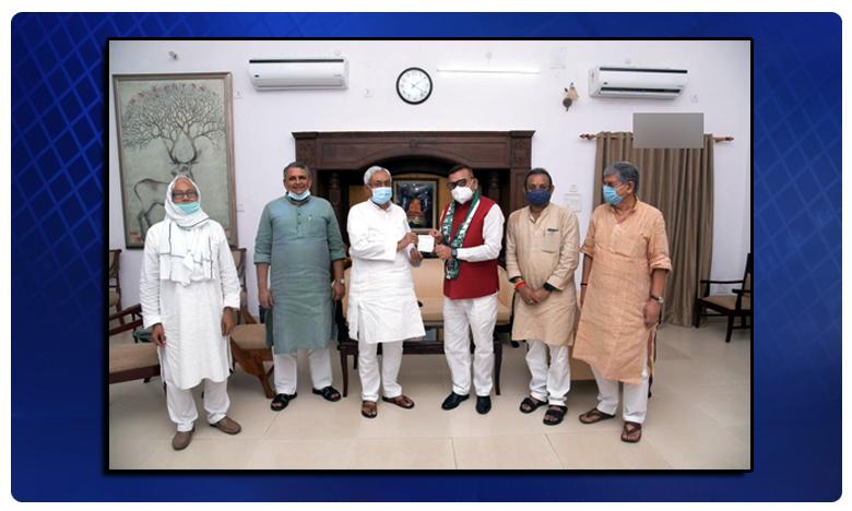 CM Nitish Kumar, జేడీ-యూలో చేరిన బీహార్ మాజీ డీజీపీ