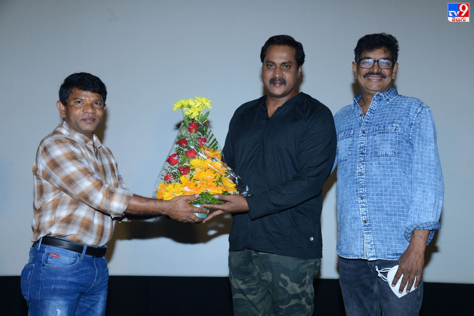 Veyi Subhamulu Kalugu neeku, 'వేయి శుభములు కలుగు నీకు' టీజర్ ను విడుదల చేసిన హీరో సునీల్
