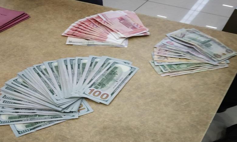 foreign currency seized, విమానాశ్రయంలో పట్టుబడ్డ విదేశీ కరెన్సీ