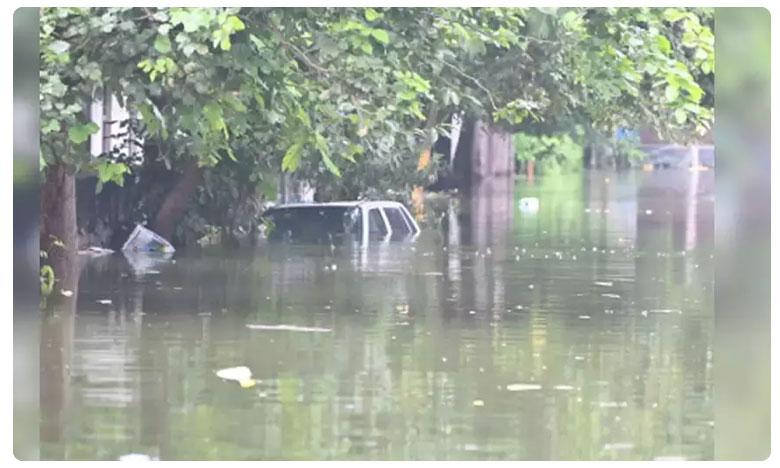 Hyderabad floods, వరద బీభత్సం, 15 గంటలు ఇంటి టెర్రస్పైనే విశ్రాంత శాస్త్రవేత్త