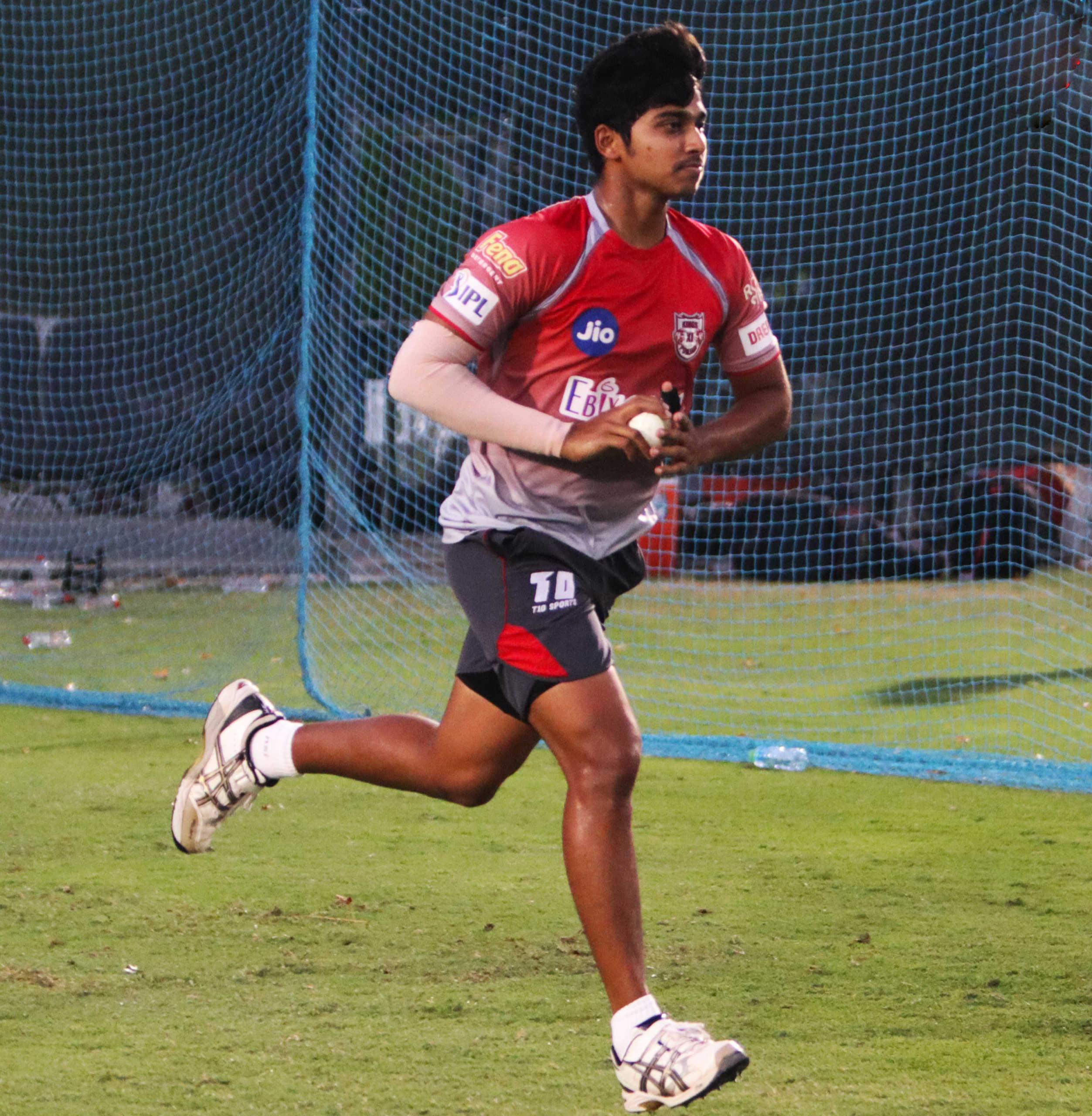 IPL 2020 images : royal challengers bangalore and kings xi punjab practice photos, సమరం లో పంజాబ్ తో బెంగళూరు (ఫోటోలు).