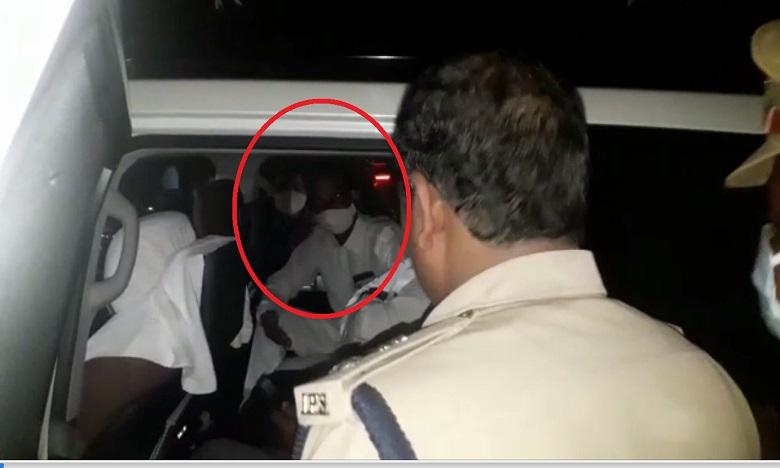 hathras gang rape victim family to be given exgratia and a house along with a government job, హత్రాస్ బాధిత కుటుంబానికి రూ.25 లక్షలు, ఇల్లు, ఉద్యోగంః యోగి