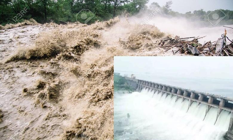 heavy rains projects water flows water levels rises, కొనసాగుతున్న వరద.. నిండుకుండను తలపిస్తున్న ప్రాజెక్టులు..