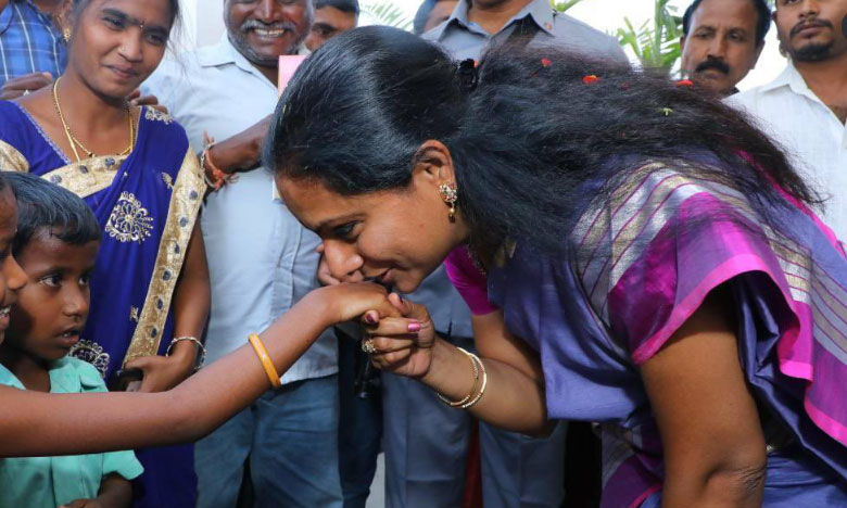 TS minister ktr visit rajendra nagar appa cheruvu give ex gratia to the affected families, నాలుగోరోజూ నగరంలో కేటీఆర్ పర్యటన.. అప్పచెరువు బాధితులకు ఎక్స్గ్రేషియా