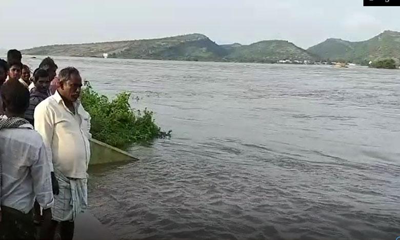 Highest flood level witnessed in pulichintala project amaravati to vijayawada transportation cutoff, పులిచింతల ఉగ్రరూపం.. అమరావతి – విజయవాడ మధ్య రాకపోకలు కట్