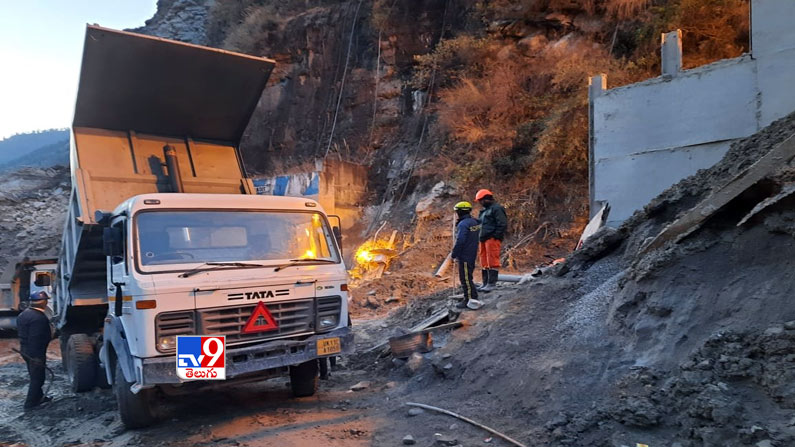 Uttarakhand Rescue Operation Photos 4 Uttarakhand Rescue Operation Photos: Ongoing relief operations near Joshimath in Chamoli after the watershed .. - Uttarakhand glacier burst: Rescue operation underway at tunnel in Joshimath Photos