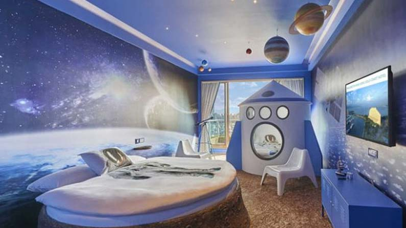 7 2 Hotel in space with creepy amenities .. When to start ..