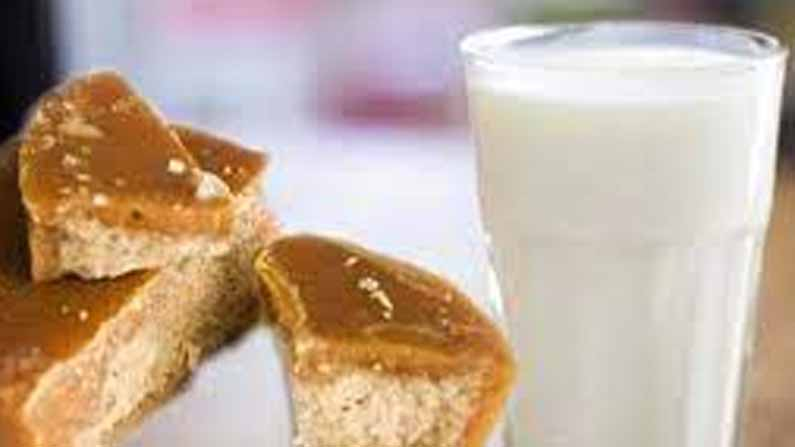 Jaggery Milk Benefits