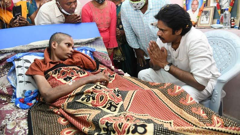 pawan kalyan5 Pawan Kalyan: Powerstar Pawan Kalyan consults a fan battling cancer .. - janasena chief pawan kalyan meets his fan who is suffering from cancer