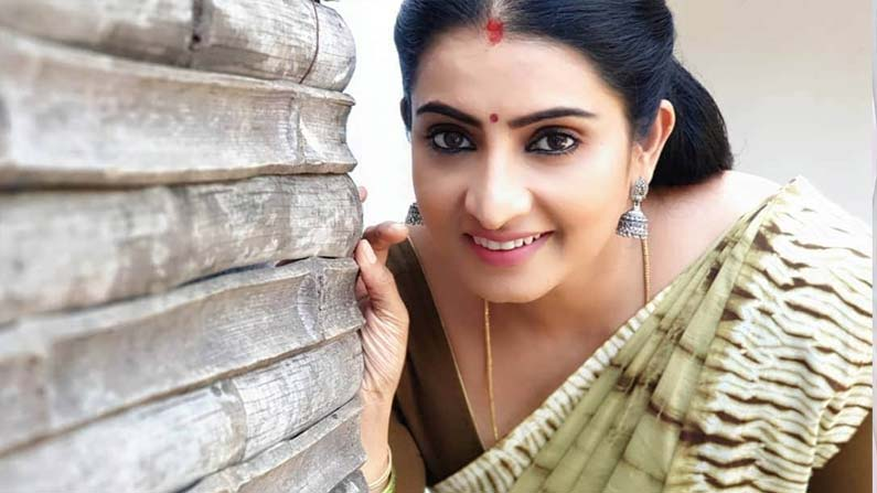 sujeetha 7 Vadinamma Serial Actress Sujitha: Interesting Facts About 'Vadinamma' Fame Sujitha (Sita) ... Beautiful Photos .. - vadinamma serial actress sujitha dhanush know details about her