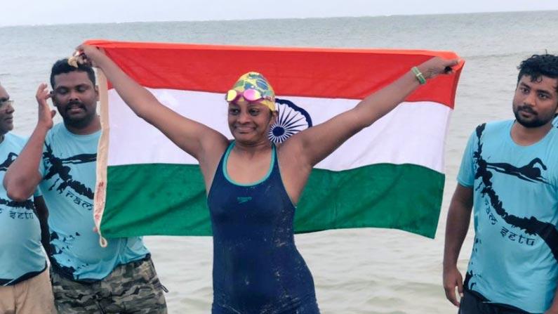 syamala 6 Swimmer Smt G. Syamala: A Hyderabad woman who successfully swam 30 km at sea at the age of 47 - Syamala of Hyderabad became the first Telugu lady and second lady in the world to swim the 30 km Palk Strait Sri Lanka to India photo story