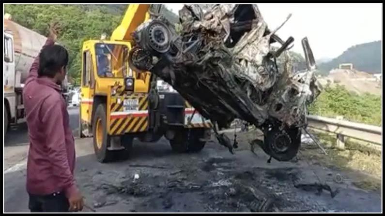 Heavy truck crashes into Mumbai-Pune Specific Freeway – Heavy truck runs over Hyundai automotive in Mumbai